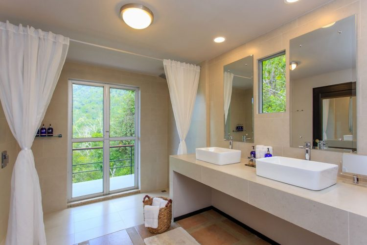 Jungle view bathroom in the Whale's Tail luxury villa